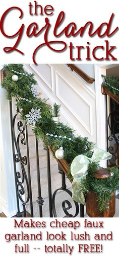 Awesome tips -- hack your cheapo garland to look expensive without spending a cent! Awesome tips -- hack Noel Christmas, Christmas Projects, Winter Christmas, Christmas Garland On Stairs, Banister Garland, Diy Garland, Ideas Decoracion Navidad, Creation Deco, Partys