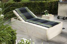 Mooie ligstoel/ligbank gemaakt van steigerhout. #steigerhout #loungebed #DIY