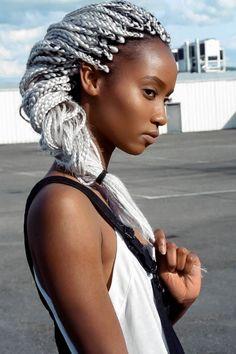 Granny Hair & Box Braids - So schlägst du zwei Trends mit einer Klatsche.Als Rihanna 2013 einen 'Grey Ombre' trug, habe ich nur leicht mit dem Kopf geschütte