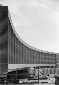 Oslobilder Metabolist, Black White Photos, Black And White, Streamline Moderne, Brutalist, Oslo, Bauhaus, Facade, Architecture