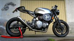 Radical Ducati S.L.: Orazio from ROCKET GARAGE Radicalize his Triumph‏