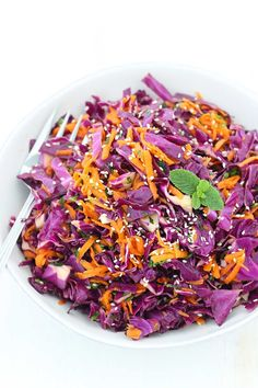 Red Cabbage and Carrot Salad. This Thai Sesame Red Cabbage and Carrot Salad is cool crunchy healthy and bursting with umami! Red Cabbage Recipes, Red Cabbage Salad, Carrot Salad Recipes, Salad Recipes For Dinner, Dinner Salads, Paleo Recipes, Savory Salads, Cooked Carrots, Unprocessed Food