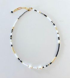 White Pearl Necklace, Beaded Choker Necklace, Seed Bead Necklace, Diy Necklace, Beaded Bracelets, Beaded Chocker, Necklace Ideas, Bead Necklace Designs, Seed Bead Bracelets Diy