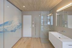 HI-MACS® per una casa 'verde' in Svizzera Home, Corner Bathtub, Arch Interior, Modern Bathroom, Modern Kitchen, House, Modern, Bathroom Spa, Interior Architecture