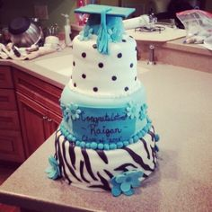 Graduation cake but w/ purple red and white