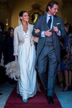 La boda de Inés Martín Alcalde   Casilda se casa Chic Wedding, Wedding Bride, Wedding Styles, Wedding Gowns, Wedding Tips, Older Bride, Royal Weddings, Perfect Wedding Dress, Celebrity Weddings