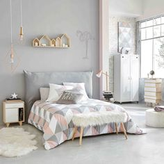 Scandi style bedroom furniture in grey, white and pink | Paulownia wood vintage semainier chest in white W 65cm Spring | Maisons du Monde