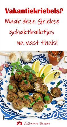 Binnenkort naar Griekenland en kun je niet wachten? Maak dan nu vast deze verrukkelijke Griekse gehaktballetjes! Heerlijk met tzatziki of knoflooksaus; als borrelhapje of bij een Grieks etentje. Geniet van de voorpret! #grieksegehaktballetjes #grieksrecept #gehaktballetjes #gehakt #borrelhapje #culinairebagage #lamsgehakt #varkensgehakt #knoflooksaus #griekseten #vakantierecept #griekskoken Crockpot Recipes, Snack Recipes, Dinner Recipes, Healthy Recipes, Snacks Für Party, Jambalaya, Evening Meals, Yams, Greek Recipes