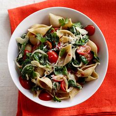 Spinach-Tomato Pasta Shells: This classic Italian combo uses fresh ingredients to create a light, fiber-rich summer pasta. Plus you'll get a spicy kick of red pepper despite the creamy sauce....It's almost tomato season so this will be super-yummy!
