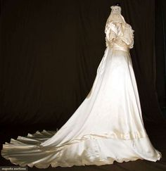 Augusta Auctions, November 10, 2010 - St. Pauls - NYC, Lot 300: Silk Satin & Lace Wedding Gown, 1912-1914