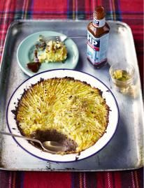 This haggis recipe can be made anywhere in the world but that still preserves the beautiful Scottish soul of traditional haggis, neeps and tatties. Strudel, Jamie Oliver, Lamb Recipes, Clean Recipes, Cooking Recipes, Empanadas, Haggis Neeps And Tatties, Haggis Recipe, Chips Restaurant
