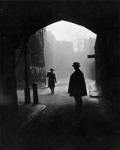 January 1947: The Tower of London. | 26 Haunting Photos Of The London Fog