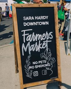 Looking for things to do when you come Traverse City, Michigan this summer? Visit the Sara Hardy Downtown Farmer's Market for a taste of the region from local farmers and artisan vendors. Grab a bouquet of flowers while you're at it!  #TraverseCity #ThingstoDoinTraverseCity   #FarmersMarket