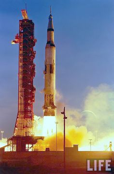 """Apollo """" The first launch of Saturn 5 Moon rocket with crew"""", December 1868 Apollo Space Program, Nasa Space Program, Apollo Moon Missions, Really Cool Photos, Nasa Photos, Nasa History, Air Space, Space Race, Space And Astronomy"""