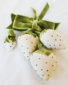 ♕ strawberry pin cushions ♥