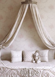 140904 love coronas - especially for a sweet little girl room : )  crown canopy beds