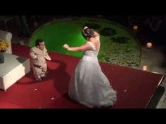 Gigante Leo e Carolina dão um show em seu casamento! - YouTube Show, Youtube, Valentines Day Weddings, Youtubers, Youtube Movies