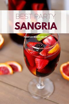 Delicious Fall Sangria Recipes to Celebrate the Season This blood orange sangria is the perfect drink for a fall dinner party. Mix fruity red wine with sparkling apple cider to get this bold flavor. Best Party Sangria Recipe, Cocktail Recipes, Margarita Recipes, Red Sangria Recipes, Blood Orange Sangria, Blackberry Sangria, Cranberry Juice, Winter Sangria, Gastronomia