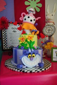 Amazing cake from an Alice in Wonderland Party #aliceinwonderland #partycake