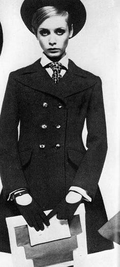 Twiggy là một biểu tượng cá tính vào thời kì này, mái tóc ngắn, đôi mắt to tròn, thân hình mảnh khảnh đã ám ảnh hầu hết các cô gái trọng thập niên này.