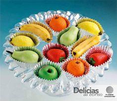 Cesta de fruta de mazapán Marzipan Fruit, Party Food Buffet, Sugar Craft, Pastry Cake, Fabulous Foods, Altar, Fondant, Biscuits, Cooking Recipes