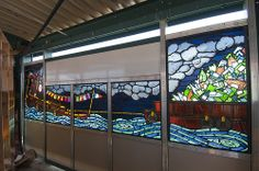 Artist Duke Riley collaborated with Willet Hauser Architectural Glass to create faceted glass panels for the Metropolitan Transit Authority. The Arts for transit project promotes public art on subway platforms throughout NY.