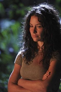I miss Lost with every fiber of my being. Evangeline Lilly is so pretty :)