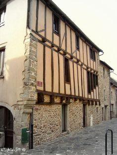 La médiathèque de Rieupeyroux : une maison à pans de bois