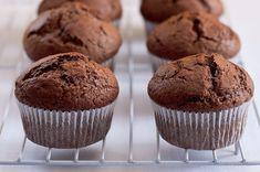 Na víkend: univerzální recept na muffiny | Apetitonline.cz Cap Cake, Sweet Recipes, Healthy Recipes, Muffin Bread, Desert Recipes, Cupcake Cakes, Muffins, Cheesecake, Deserts