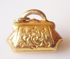 This is a small hollow vintage gold Handbag or Purse charm. Charm Jewelry, Charm Necklaces, Charm Bracelets, Jewelry Box, Jewelery, Unusual Rings, Gold Handbags, Love Charms, Queen