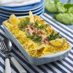 En saftig och god fiskgratäng med potatismos.