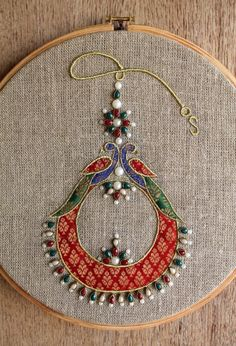 Hoop art Indian Jewellery machine embroidery linen withYou can find indian embroidery and more on our website.Hoop art Indian Jewellery machine embroidery linen with Wooden Embroidery Hoops, Embroidery Hoop Art, Hand Embroidery Patterns, Ribbon Embroidery, Machine Embroidery Designs, Embroidery Stitches, Indian Embroidery Designs, Embroidery Online, Band Kunst
