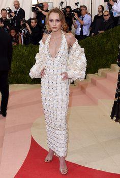 La it girl en la MetGala 2016 vestida en un total look de Chanel.