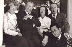 de gauche à droite : Marie Cuttoli, Léon Blum, Nusch et Paul Eluard, puis Man Ray - #O. Lettera-Ti - @Libriamo Tutti - http://www.libriamotutti.it/