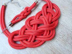 Piros, magasfényű Krisztina Lango csomós nyaklánc és karkötő. http://krisztinalango.hu/?product_cat=mens-clothing #rope #necklace #bracelet #knotted #jewel #krisztinalango #lango
