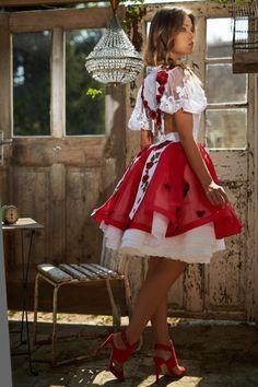 Mint a Mátka Kollekció 2017 - Bélavári Zita Couture Sexy Dresses, Vintage Dresses, Nice Dresses, Hungarian Girls, Dirndl Dress, Fashion Beauty, Womens Fashion, Folk Costume, Traditional Dresses