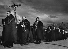 The procession of Christ. Via Magnum Photos Martin Parr, Magnum Photos, Religion, David Alan Harvey, Inge Morath, Henri Cartier, Fotografia Social, Eugene Smith, Spanish Woman
