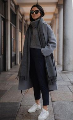 If you want to be trendy and shine this winter, chose classic trench coats, as well as sets with leather coats, cute winter outfits, winter outfits women Casual Winter Outfits, Cute Fall Outfits, Winter Fashion Outfits, Stylish Outfits, Autumn Fashion, Fashion Ideas, 90s Fashion, Winter Fashion Women, Classic Fashion Style