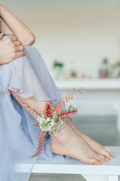 Wedding Photography Tips Alternative Bouquet, Alternative Wedding, Floral Wedding, Wedding Flowers, Body Adornment, Wrist Corsage, Spring Has Sprung, Floral Hair, My Flower