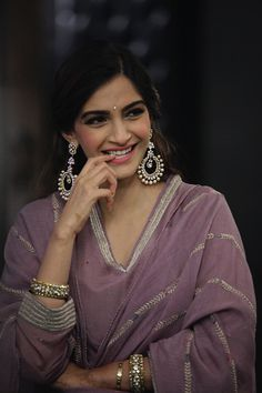Bollywood Saree, Bollywood Fashion, Indian Celebrities, Bollywood Celebrities, Indian Photoshoot, Wedding Dresses For Girls, Wedding Outfits, Kurti Designs Party Wear, Cute Girl Poses