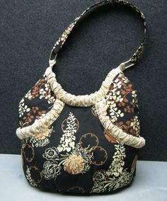 This delightful DittyRoo was sent in by Dutch of Wenonah, NJ.  'Handbag of the Month' – April 2011 | Studio Kat Designs
