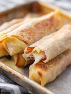 This Baked Cheese Sticks recipe is filled with delicious Ham & Mozzarella Cheese. This is a snack you can feel great about feeding your family! Egg Roll Recipes, Ham Recipes, Appetizer Recipes, Cooking Recipes, Appetizers, Recipes Using Egg Roll Wrappers Baked, Wonton Recipes, Cooking Kale, Cooking Steak