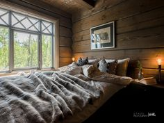 Nyoppført lekker hytte med flott og attraktiv beliggenhet. | FINN.no Cabin Interiors, Cozy Cabin, Log Homes, My Dream Home, Dream Homes, Comforters, Real Estate, Blanket, House