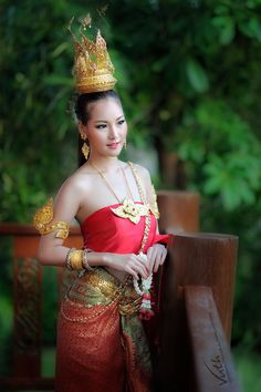 ✿ Thai women and Thai  dress .