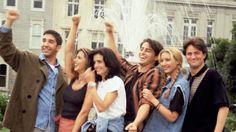 Here's a toast to my real friends ! Friends Tv Show, Chandler Friends, Serie Friends, Friends Cast, Friends Moments, Friends Forever, Real Friends, Joey Tribbiani, Phoebe Buffay