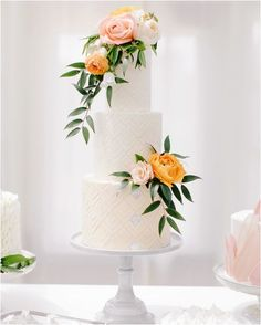 Floral Wedding Cakes Wedding Cake Design Ideas That'll Wow Your Guests Diy Wedding Cake, Purple Wedding Cakes, Elegant Wedding Cakes, Beautiful Wedding Cakes, Wedding Cake Designs, Wedding Cupcakes, Green Wedding, Wedding Shoes, Elegant Cakes
