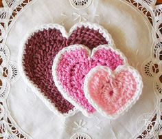 The easiest heart crochet pattern you will ever find - now in three different sizes! Hearts in 3 sizes FREE crochet patterns!