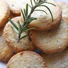 ローズマリーとレモンのクッキー+by+shinomaiさん+|+レシピブログ+-+料理ブログのレシピ満載! 今日はイタリア料理には欠かせないローズマリーとレモンを使ったクッキーbiscotti+al+rosmarino+e+limoneのご紹介です。爽やかな味で一気に春がやってくるようなクッキーです