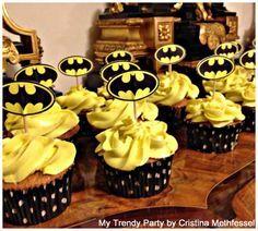 CUPCAKES BAT MAN Batman Birthday Cakes, Batman Cakes, Superhero Theme Party, Batman Party, Mickey Mouse Parties, Boyfriend Birthday, 1st Birthday Parties, 7th Birthday, Party Cakes