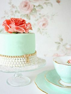 Mint green and pink rose cake Pretty Cakes, Beautiful Cakes, Amazing Cakes, Stunningly Beautiful, Torte Rose, Pink Rose Cake, Coral Cake, Buffet Dessert, Wedding Mint Green